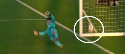 Se percive claramente como entra el balón.