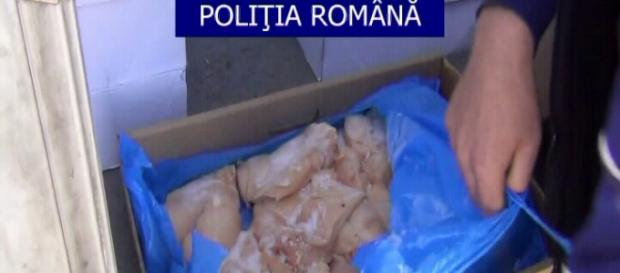 Carne expirat găsită de poliţişti