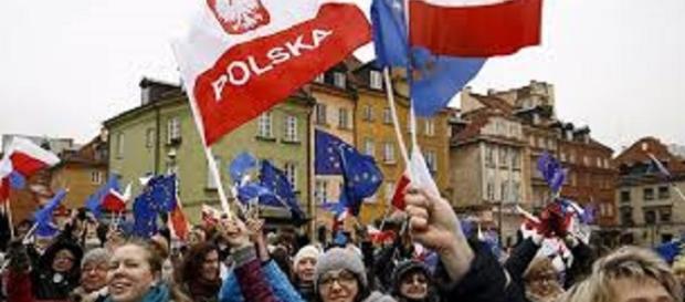 Manifestazione a Varsavia contro il governo