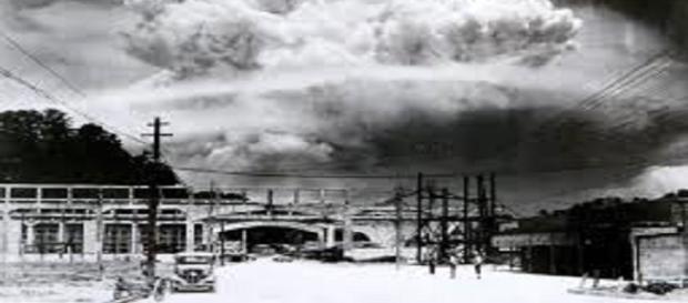 Nagasaki durante l'esplosione atomica