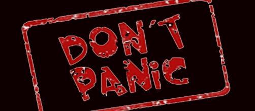 cartel en inglés de no hay pánico