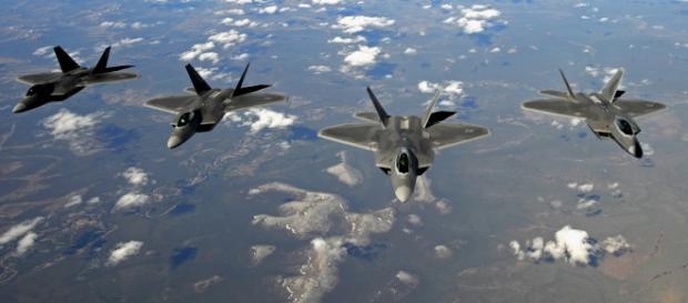F-22 aproape distruse datorită sistemelor autonome