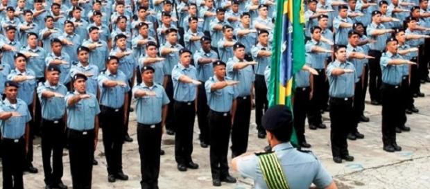 Policiais Militares em solenidade