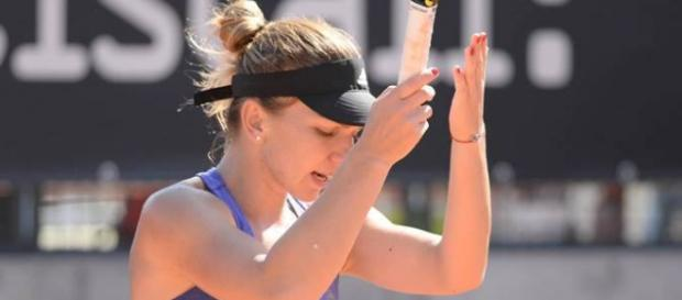 Simona Halep during a tennis match (Flickr)