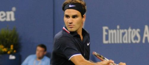 Federer had knee surgery for torn meniscus/Wiki
