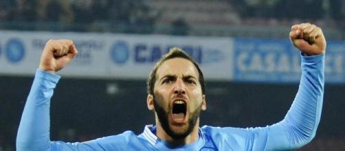 Higuain in campo contro la Lazio