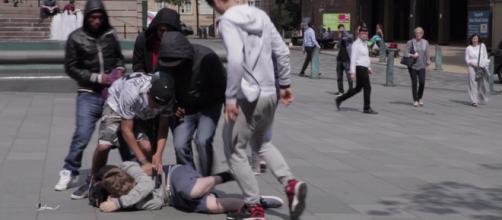 Vítimas de bullying sofrem agressões diariamente.