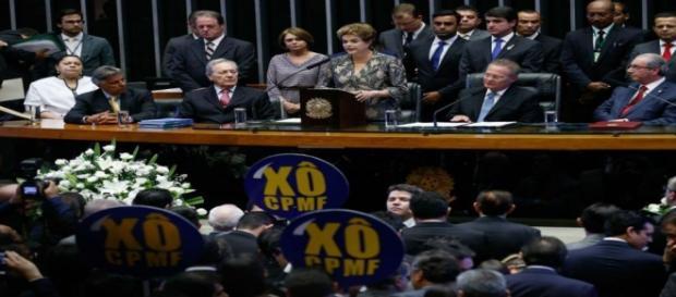 Dilma Rousseff discursa ao lado de Renan Calheiros