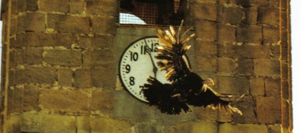La pava soltada desde el campanario de la iglesia
