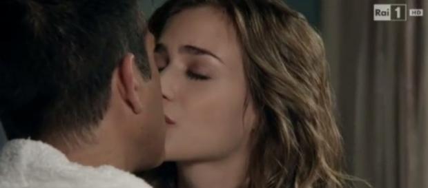 Lia e Giulio si baciano in Don Matteo 10