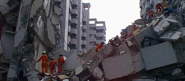 Rescue efforts through the rubble (wikimedia.com)