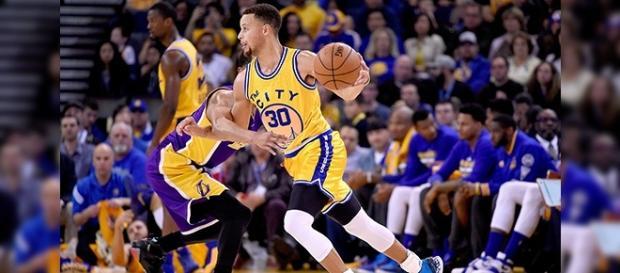 Stephen Curry volvió a ser protagonista en la NBA