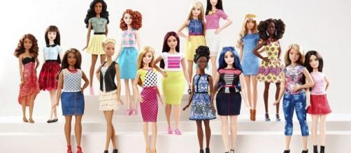 Barbies ganham novos corpos e cores de pele