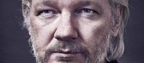 Imagen: Julian Assange por Andy Gotts