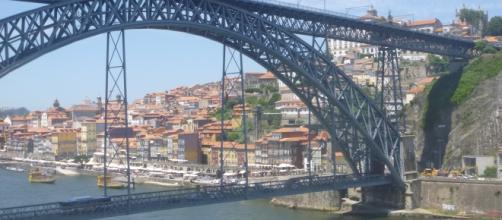 Porto e o Rio Douro, uma charmosa combinação.
