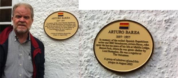 Chislett, con la placa de homenaje en Faringdon.