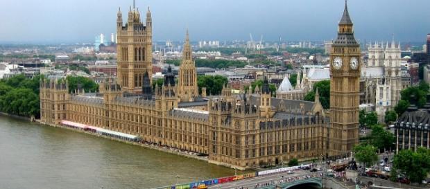 Inglaterra oferece mais de 240 postos de trabalho.