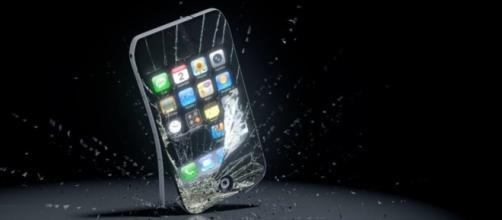 iPhone con vetro rotto?Lo sostituisce Apple,gratis