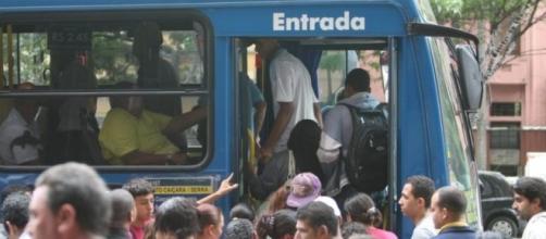 Passagens de ônibus subiram 8,48% em um mês