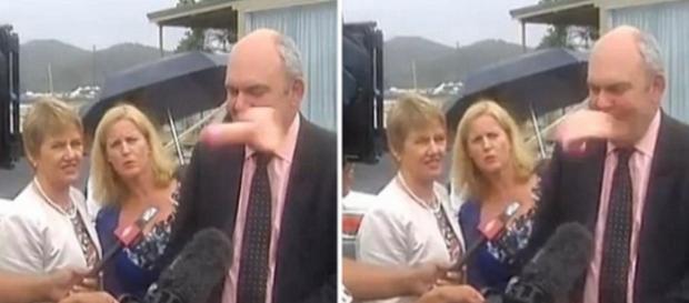 Ministro é atingido por pênis em entrevista