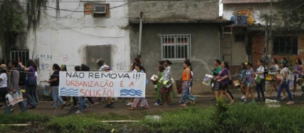 Moradores remanescentes da Vila do Autódromo.