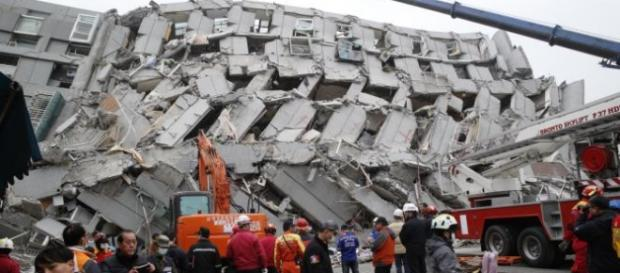 Clădire distrusă de cutremur în Tainan City