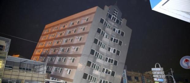 Edifício que quase caiu em Tainan
