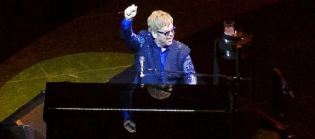 Impromptu performance by Elton John