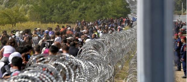 Imigrantes em acampamentos na fronteira