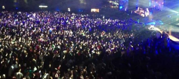 La multitud abarrota el recinto.
