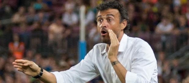 Luis Enrique dirigiendo al Barcelona