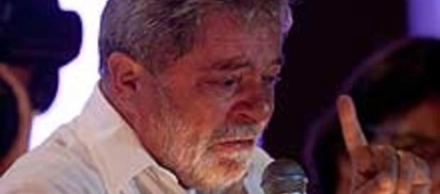 Lula, com ar de muita aflição.
