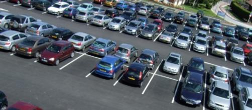 Estacionamento será cobrado por fração de tempo.