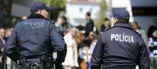 Os polícias sempre pela ordem e pela pátria.