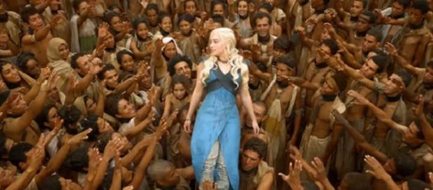 Emilia Clarke en un fotograma de 'GoT'
