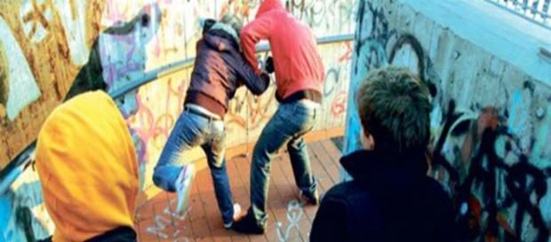 Immagine raffigurante un attacco di bullismo.