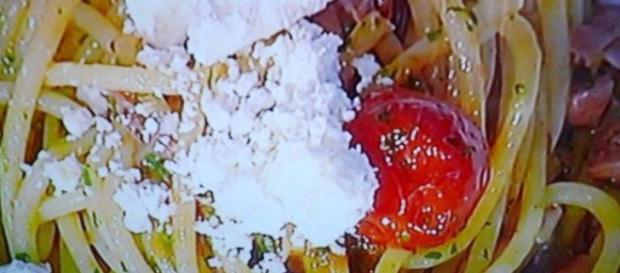 Spaghetti con ragù di crudo e quartirolo