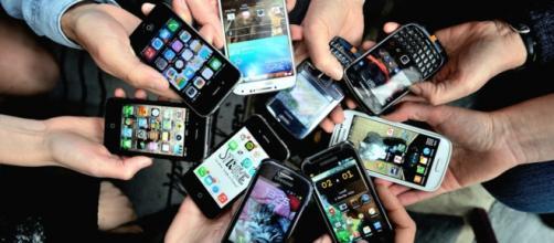 Lo smartphone, quasi un'appendice della mano