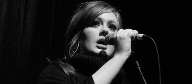 Adele lidera a tabela dos Top 10