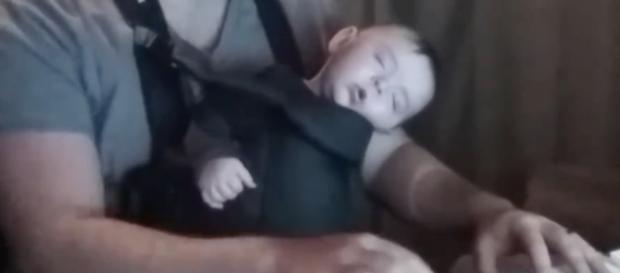 David Motola grabó a su hijo durmiendo al piano