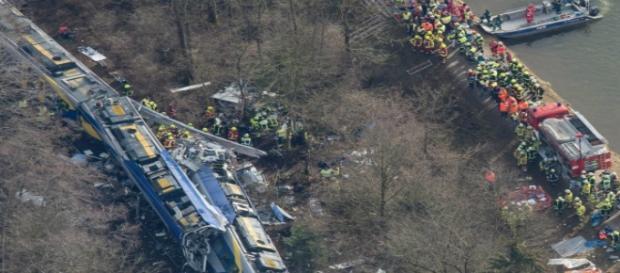 Fotografia dall'alto dello scontro dei due treni