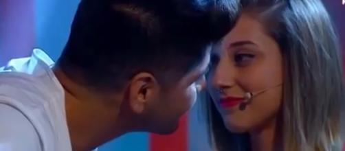 Primer beso de Gemma y Edmundo