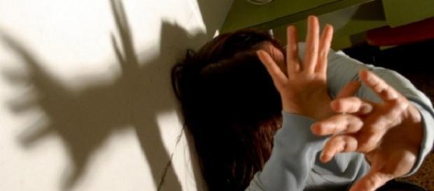 Act de violenţă împotriva femeilor