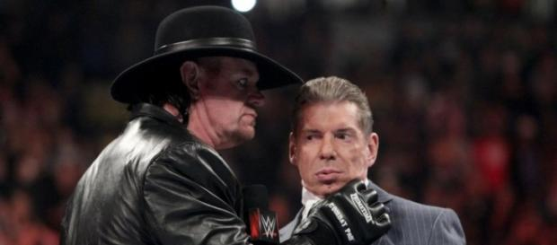The Undertaker acepta pelear con Shane