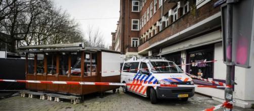 A polícia holandesa investiga a cena no bar.