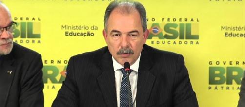 Ministro da Educação, Aloizio Mercadante.