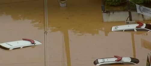 Carros da Polícia submersos em Franco da Rocha