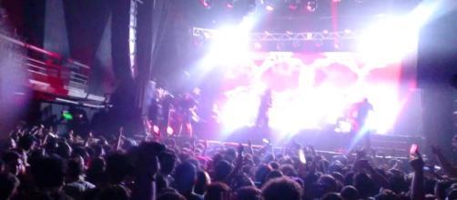 Espectáculo de luces frente al escenario