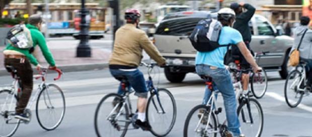 Bicicleta como meio de transporte sustentável.