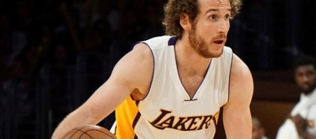 Marcelinho Huertas em ação pelo Lakers.